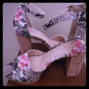 Floral block heel pump